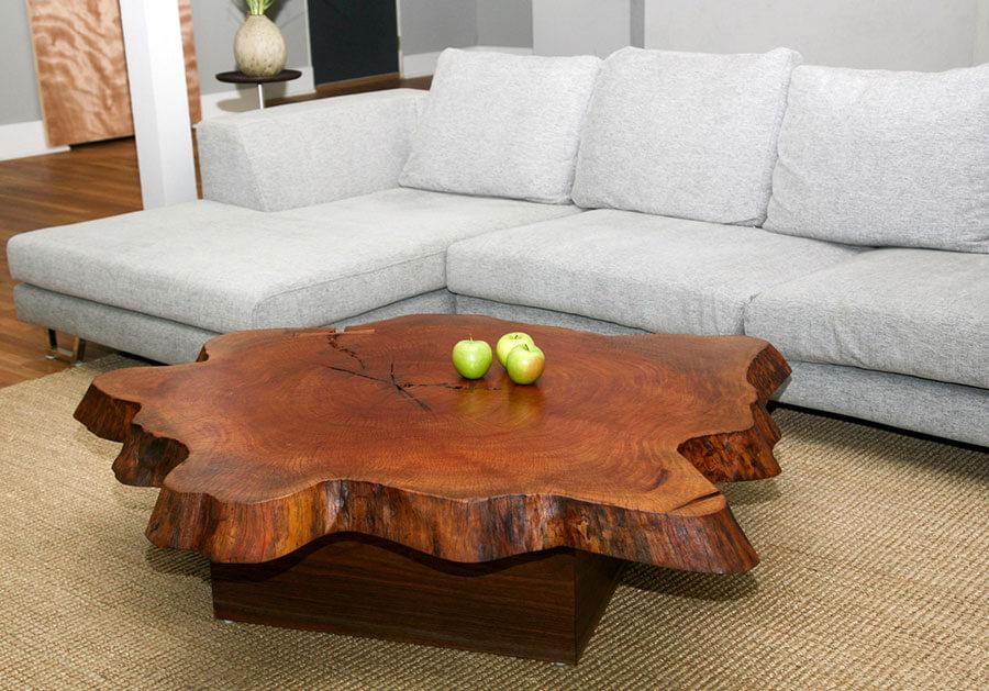 журнальный стол со столешницей из деревянного слэба