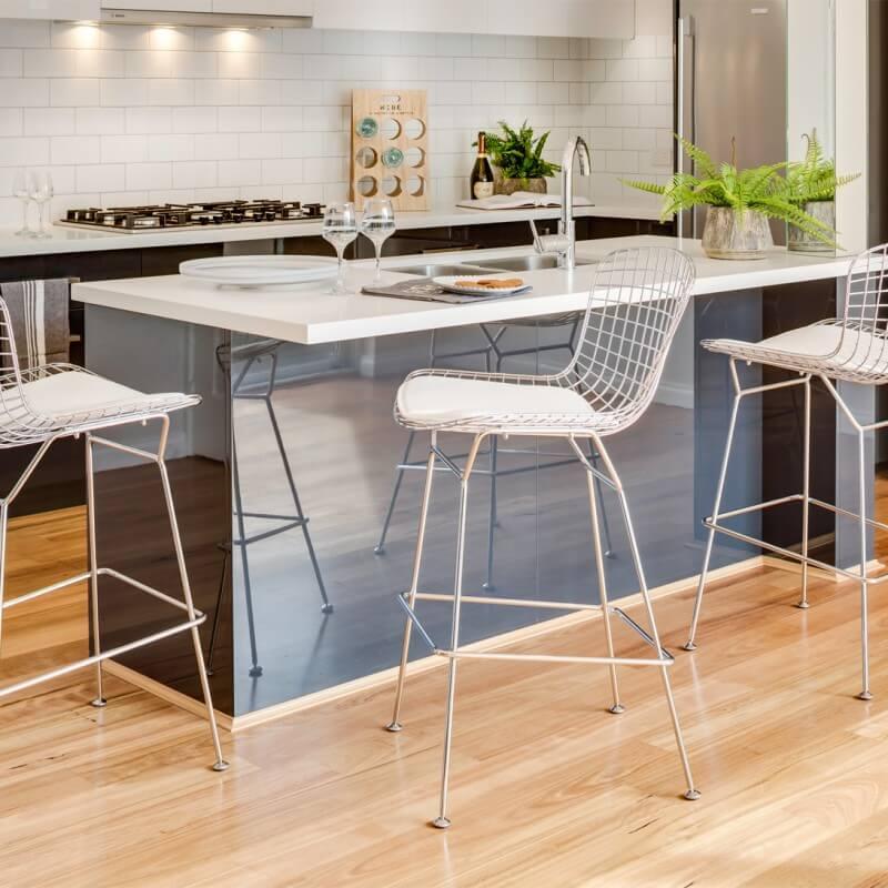Металлические барные стулья