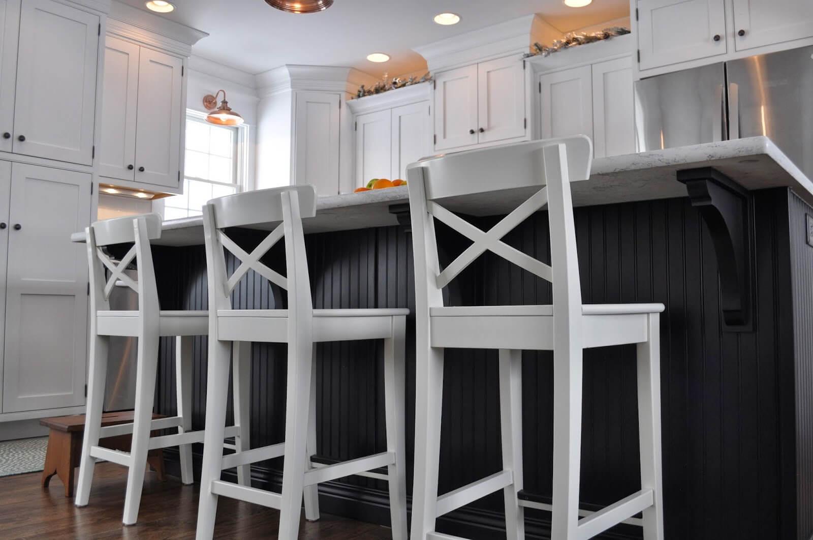 Барные стулья белого цвета
