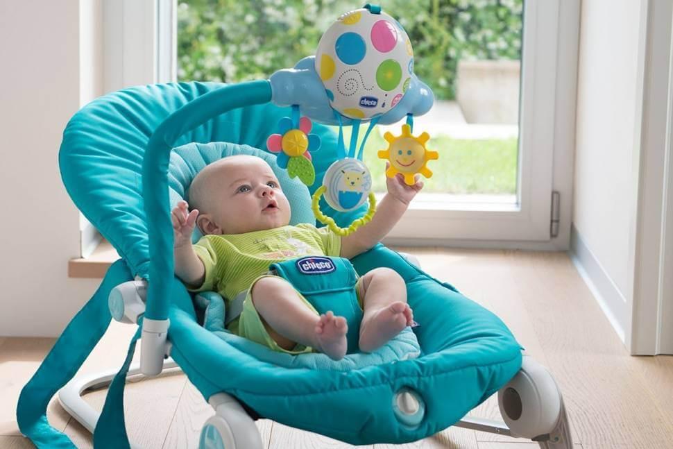 Детское кресло качалка с игрушками