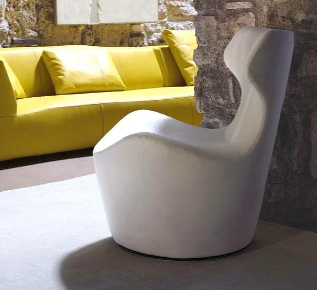 Белое дизайнерское кресло