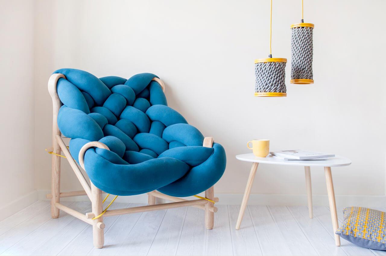 Дизайнерское кресло голубого цвета