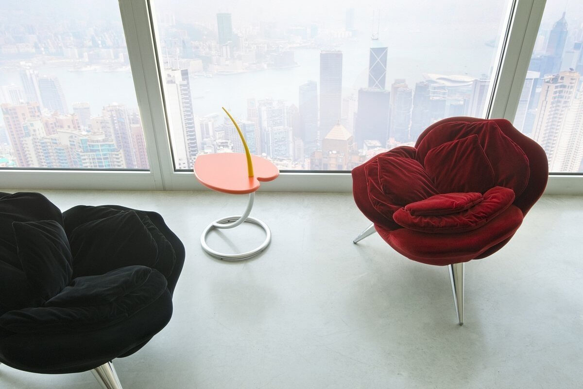 Дизайнерское кресло в форме цветка