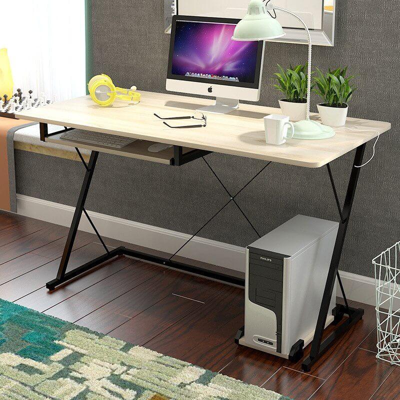 Компьютерный стол с металлическим каркасом