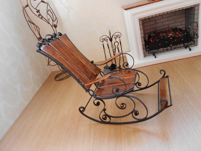 Кованое кресло качалка с подставкой для ног