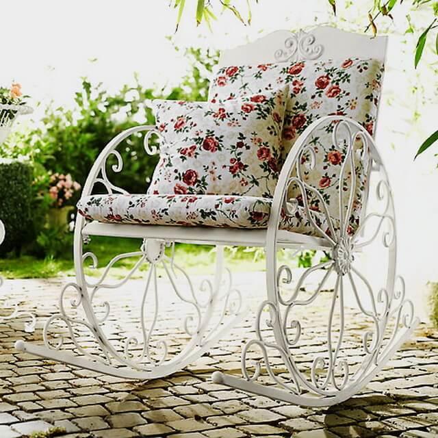 Кованое кресло качалка с мягкой спинкой