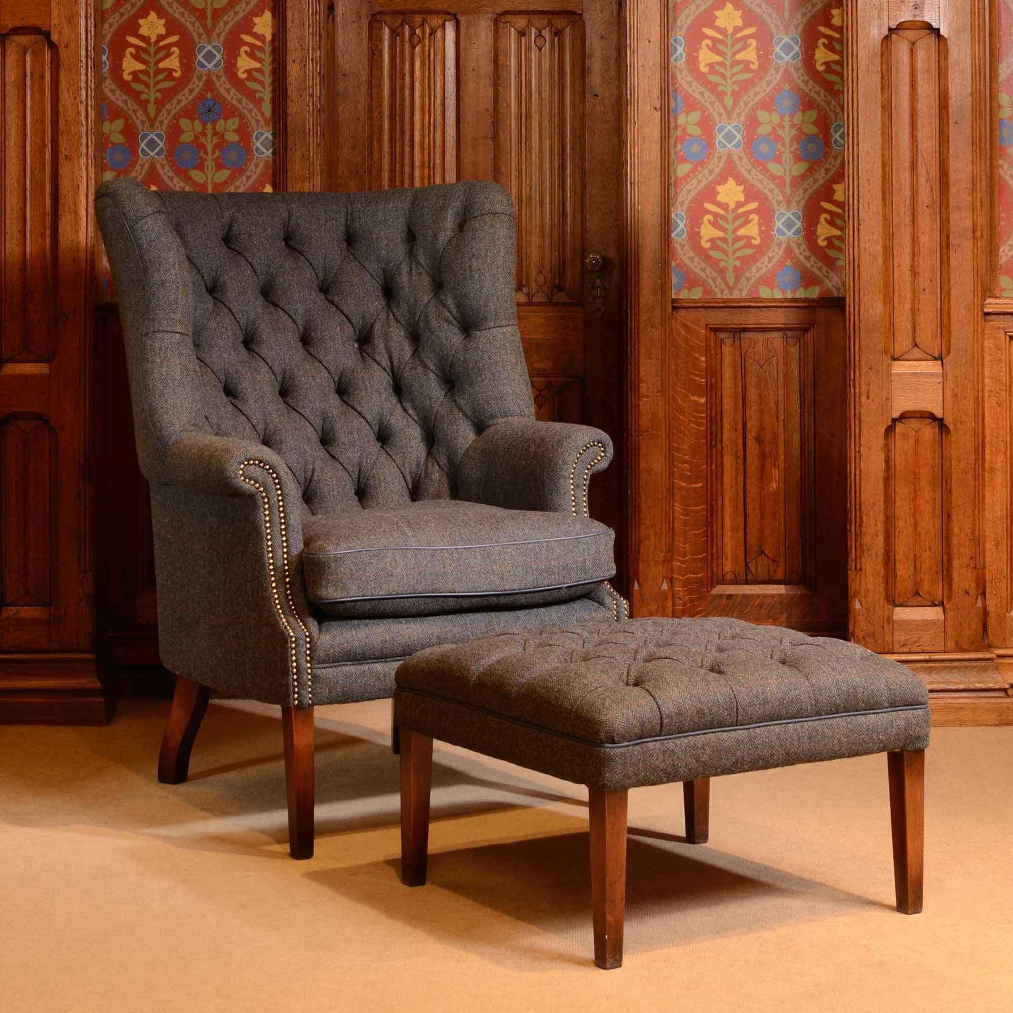Английское кресло с ушами и подставкой для ног