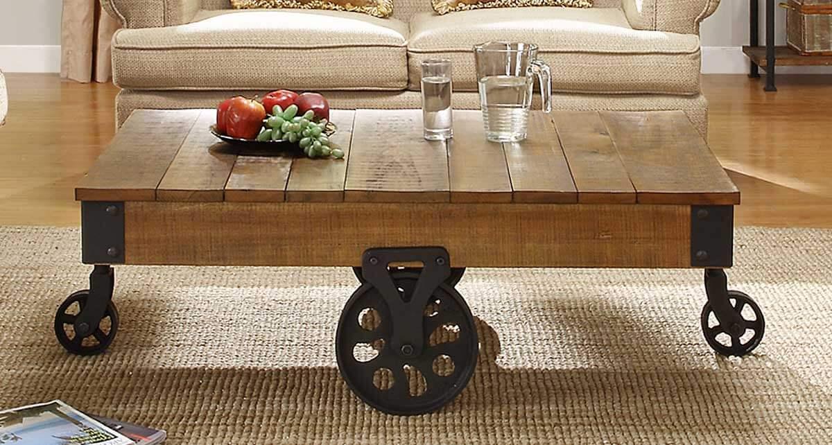 Журнальный стол на колесиках в гостиной