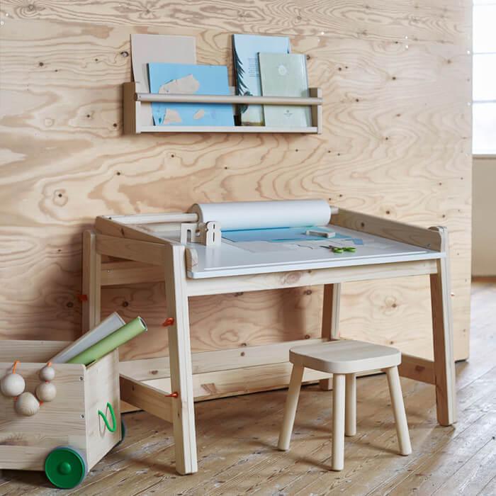 табурет для ребенка в интерьере детской комнаты