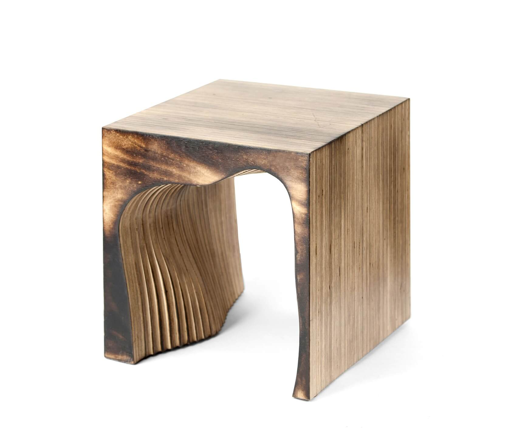 дизайнерский табурет из дерева