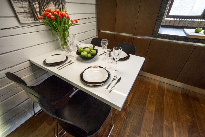 Стол трансформер для маленькой кухни белого цвета