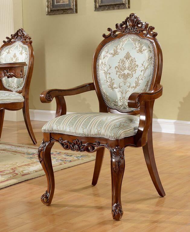 стул в классическом стиле с подлокотниками