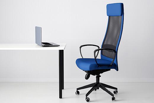 Компьютерное кресло со спинкой из сетки