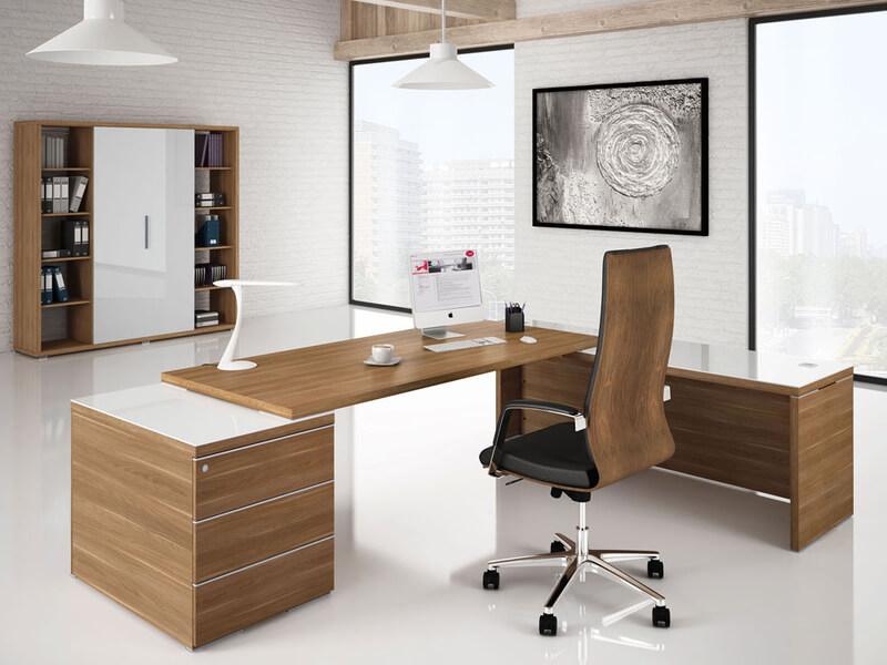 Фото компьютерного кресла в кабинете