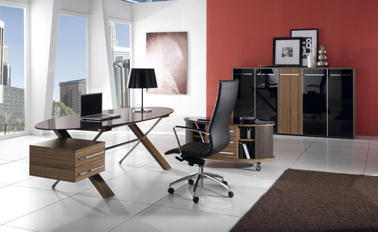 Компьютерное кресло черного цвета