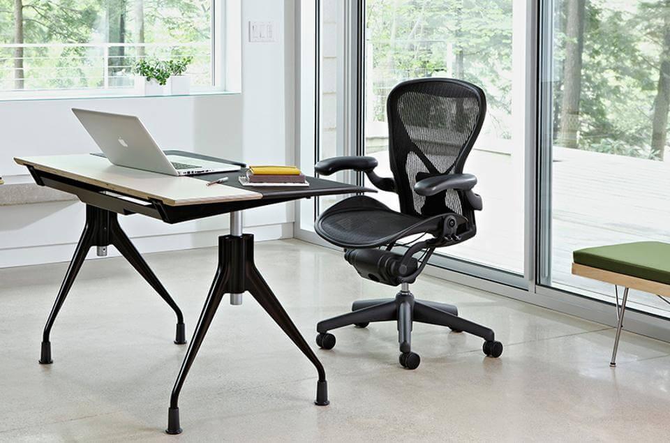 Компьютерное кресло из акриловой сетки