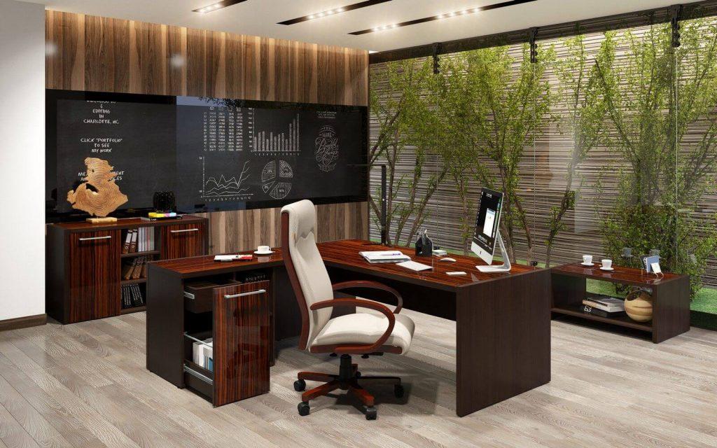 Компьютерное кресло в кабинете