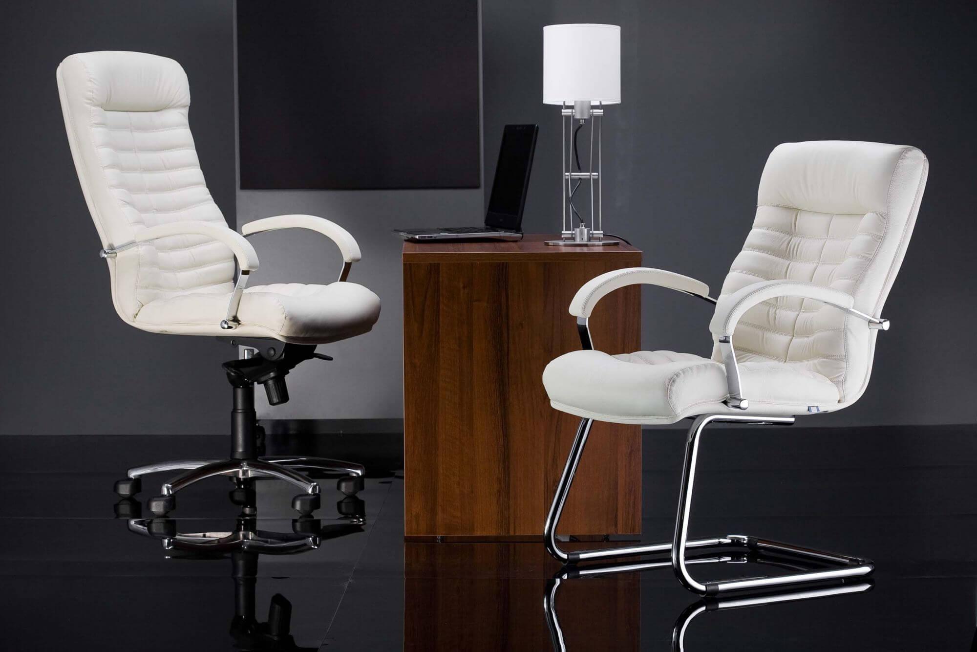 Фото белого компьютерного кресла