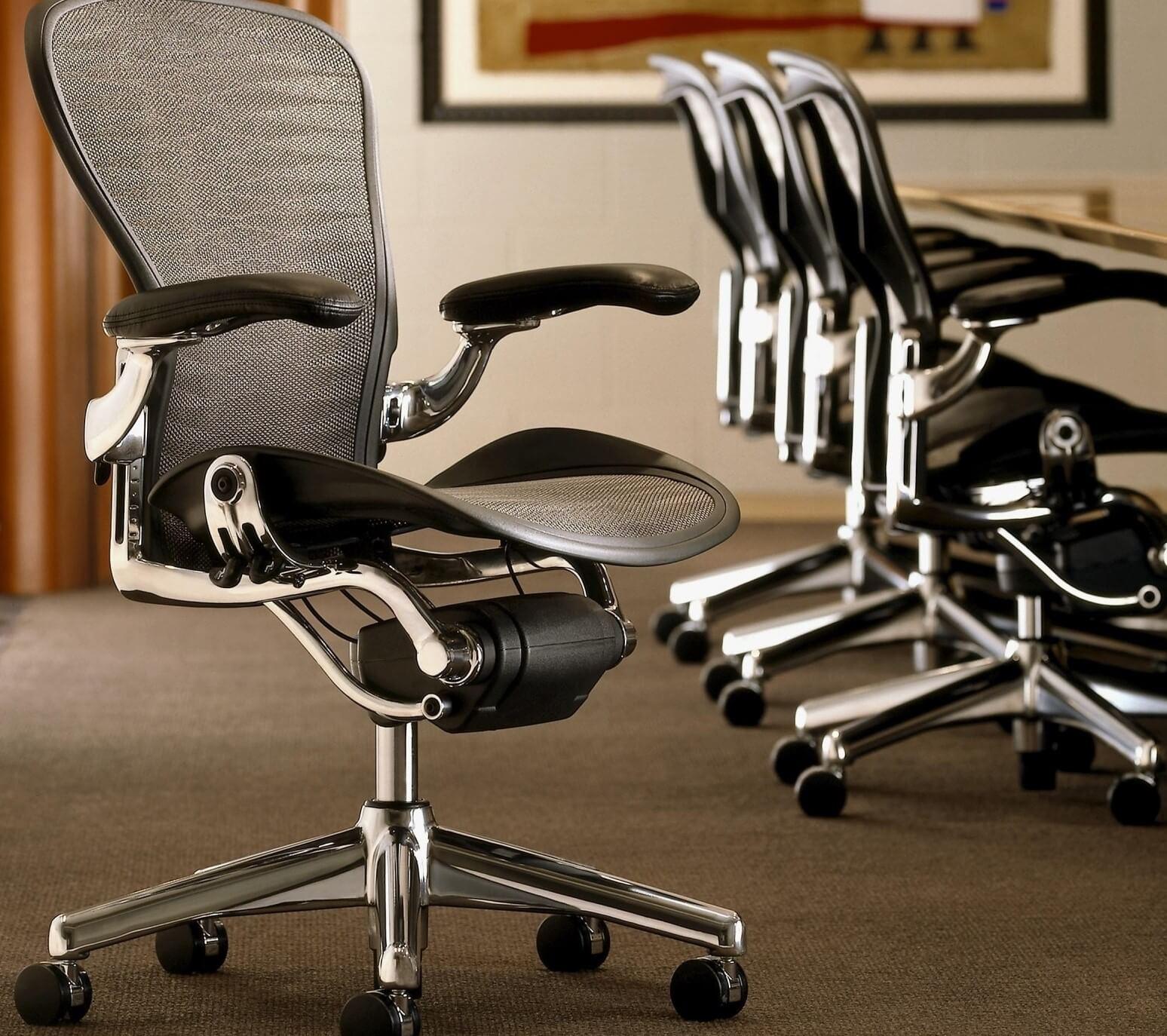 Компьютерное кресло со спинкой из акриловой сетки