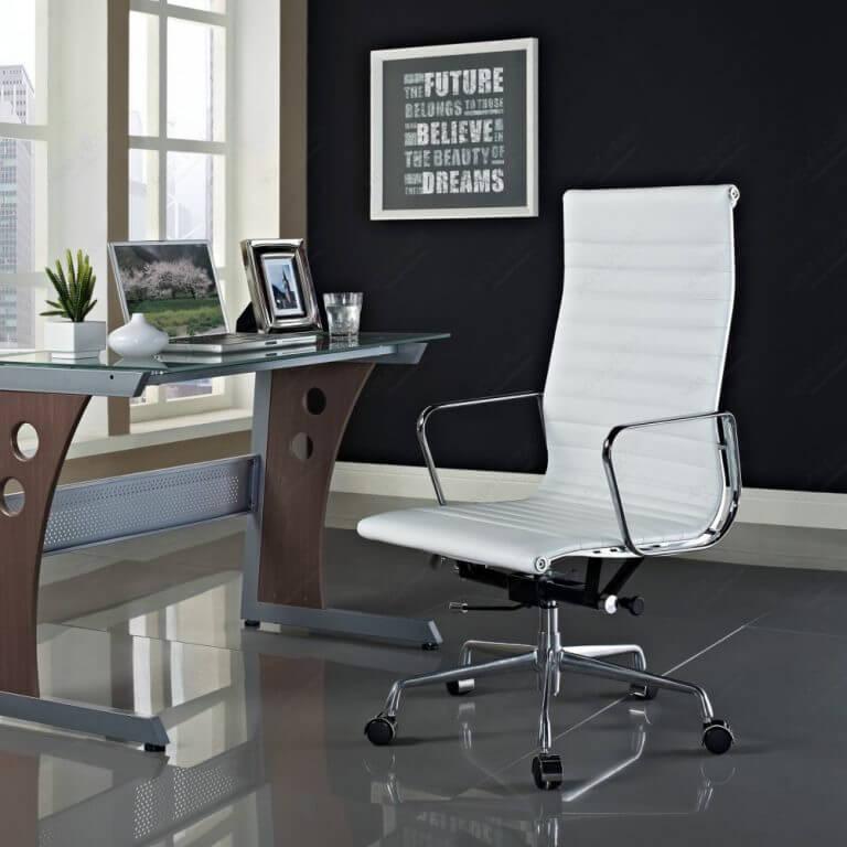 Белое компьютерное кресло для дома