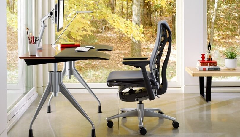 Компьютерное кресло с подлокотниками