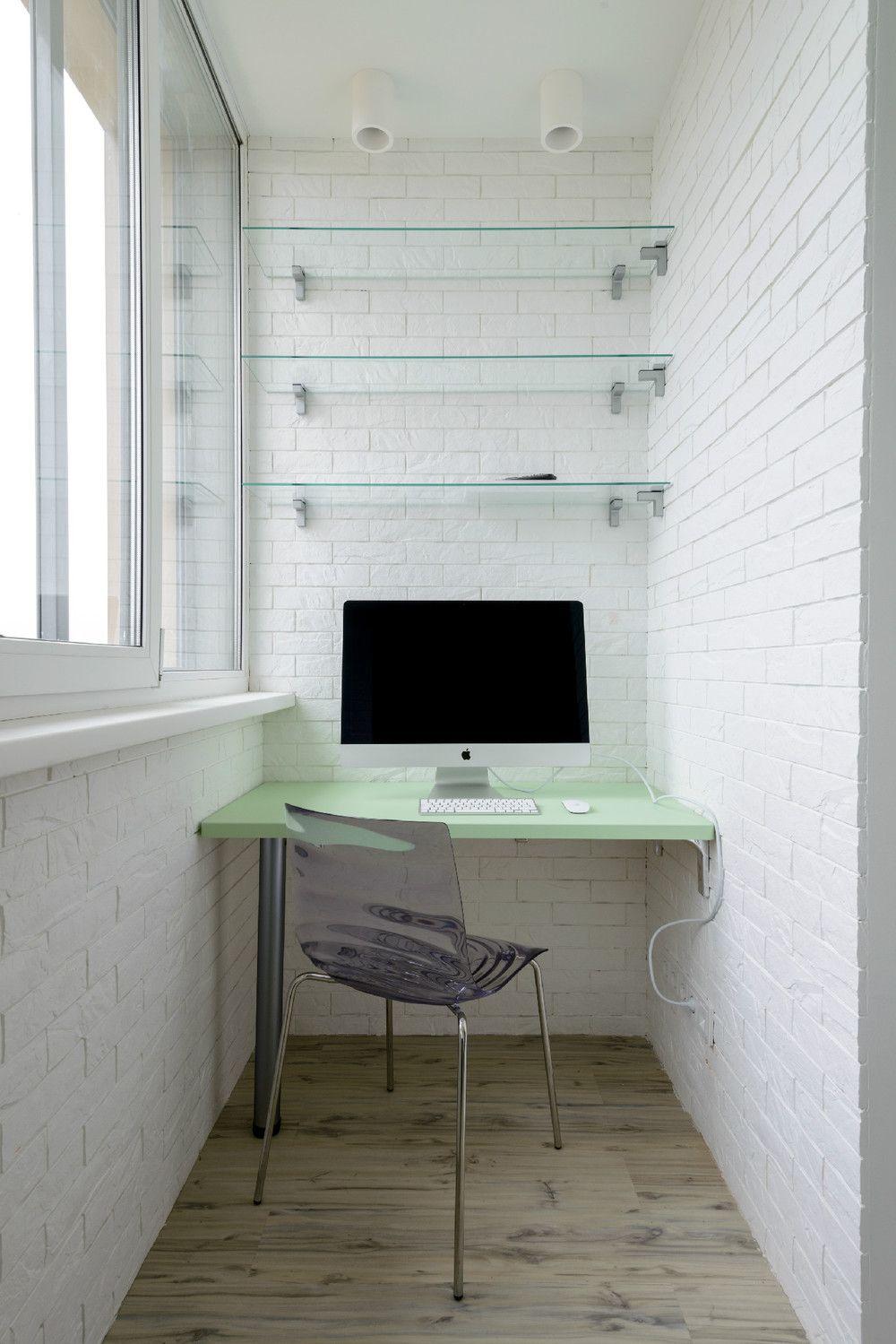 Компьютерный стол на балконе