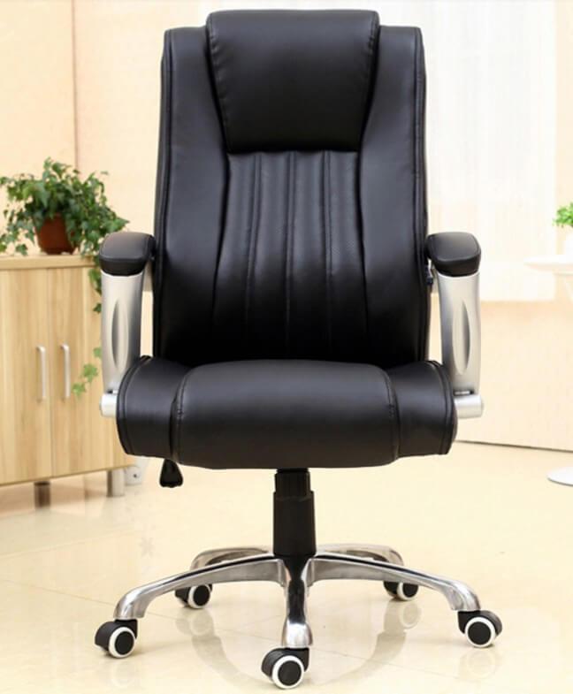 Кожаное компьютерное кресло черного цвета