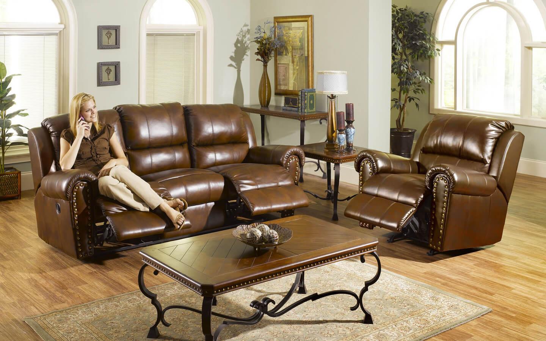 Фото кожаного кресла в гостиной