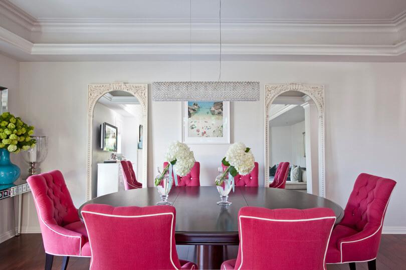 Розовые кресла для кухни