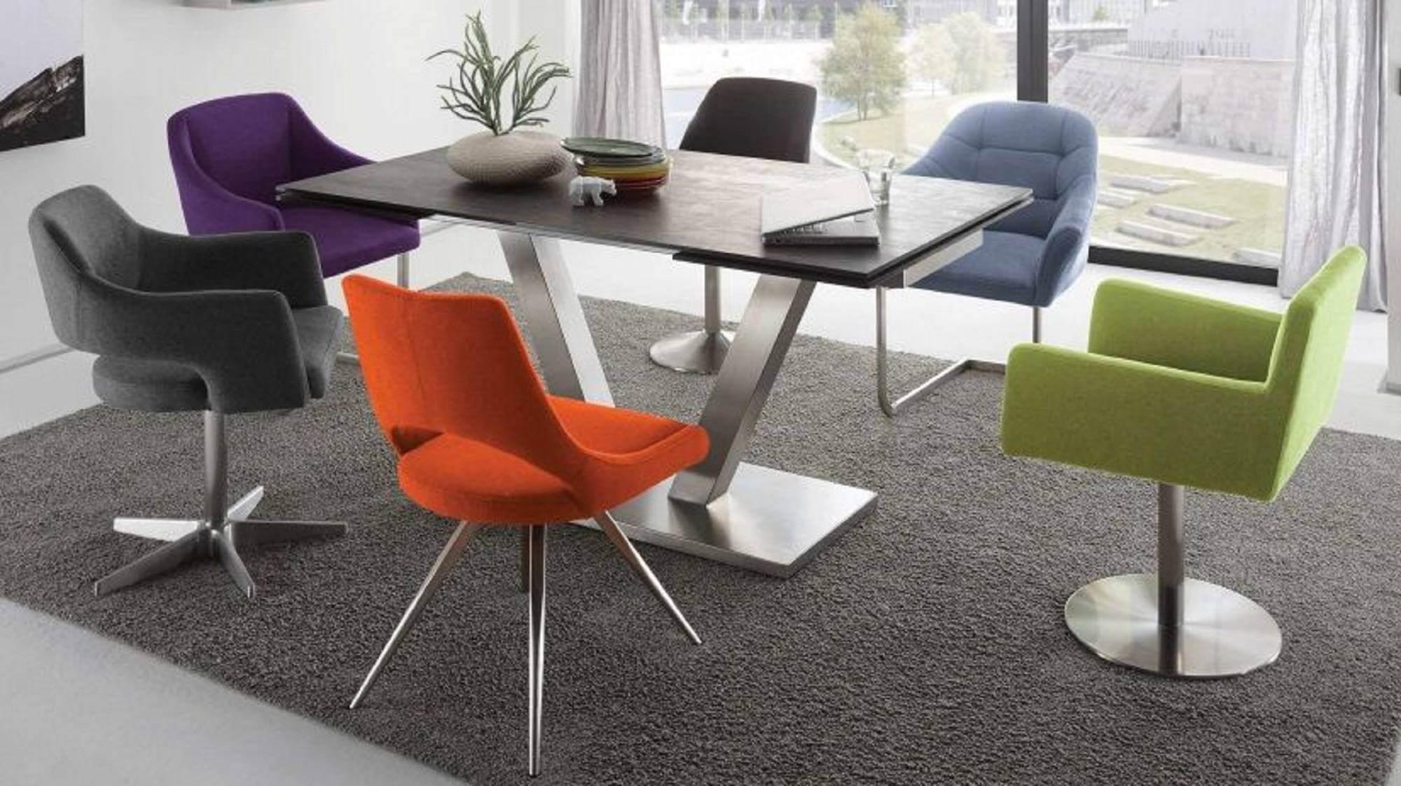 Разноцветные кресла для кухни