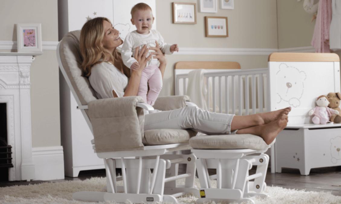 Кресло глайдер для кормления ребенка