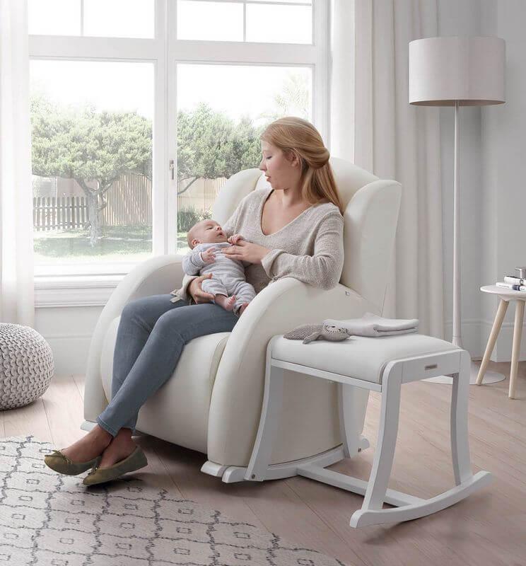 Кресло качалка для кормления новорожденного