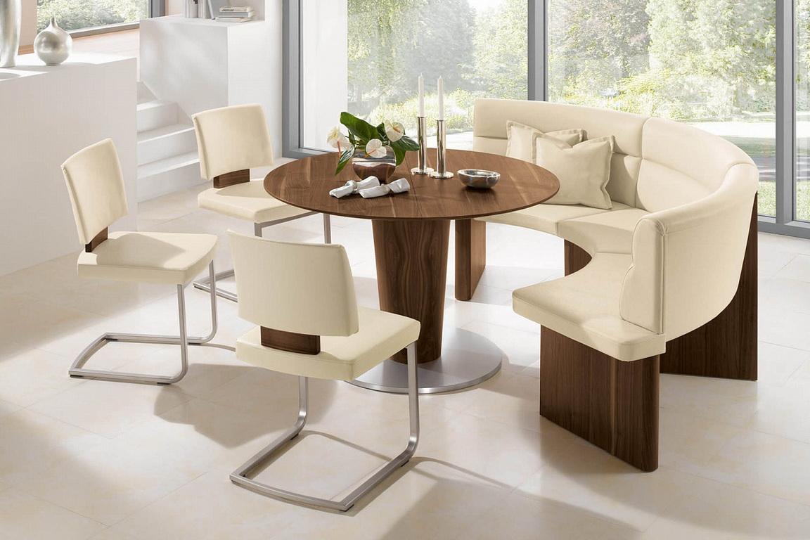 Круглый обеденный деревянный стол