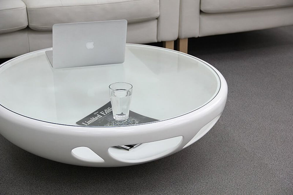 Круглый журнальный стол с столешницей из стекла