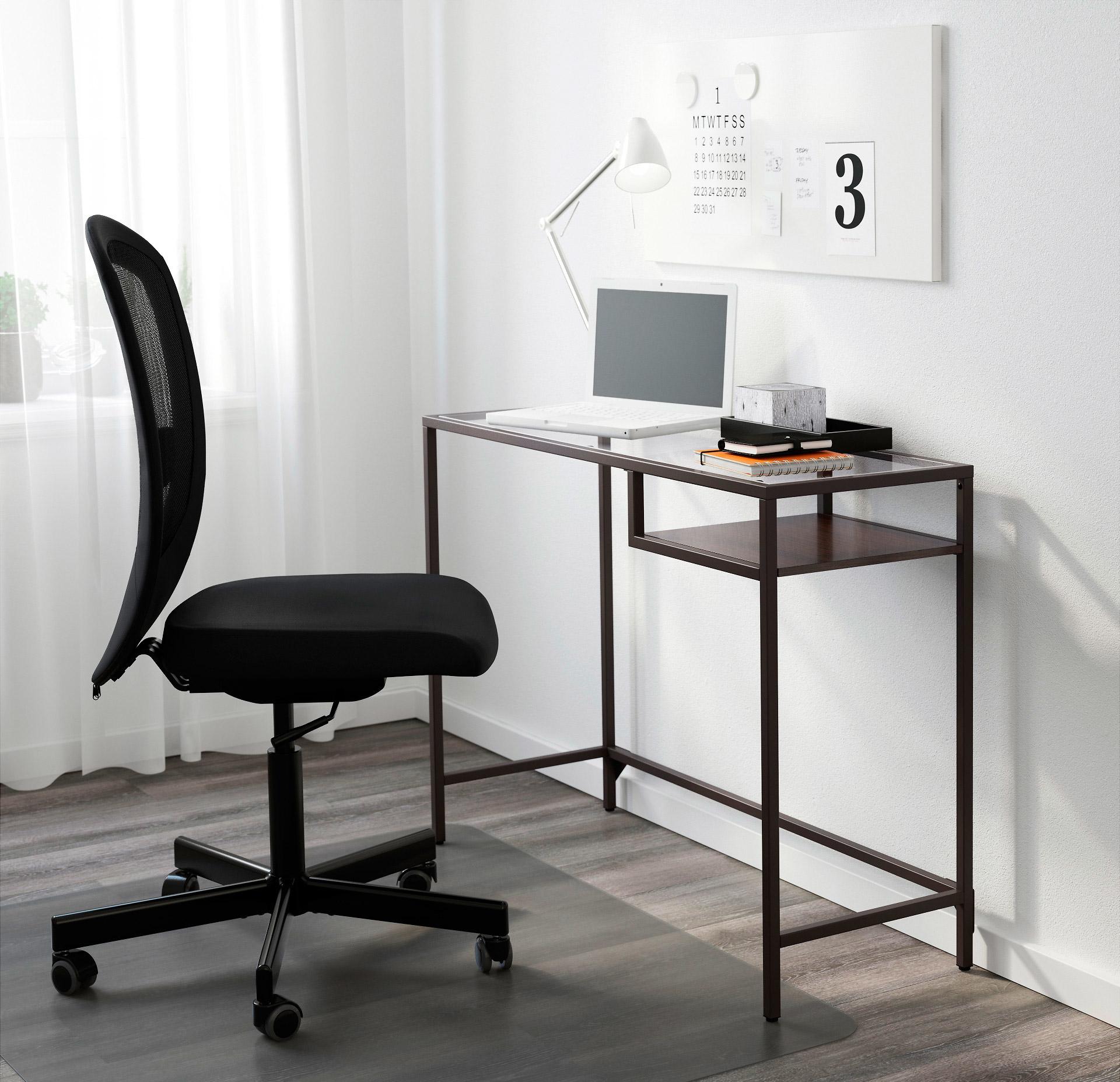 Компьютерный стол из металла с стеклянной столешницей