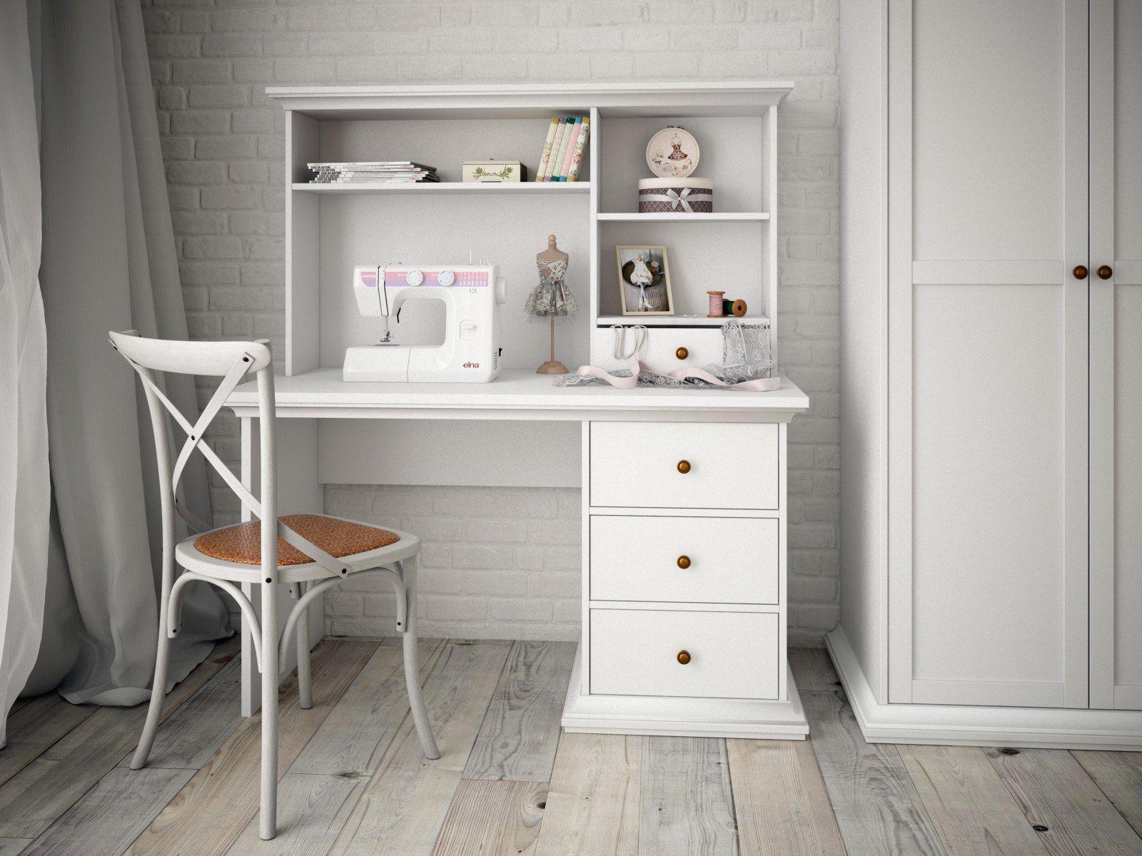 Письменный стол белого цвета с полками