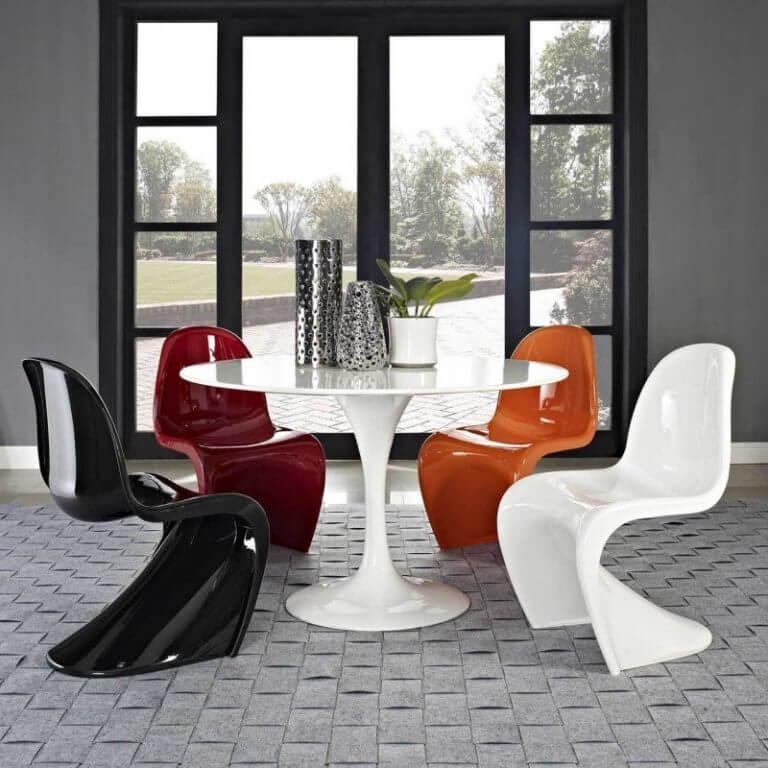 пластиковые стулья необычной формы