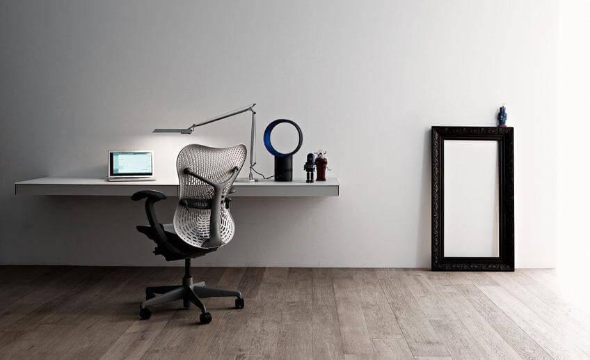 Подвесной компьютерный стол белого цвета