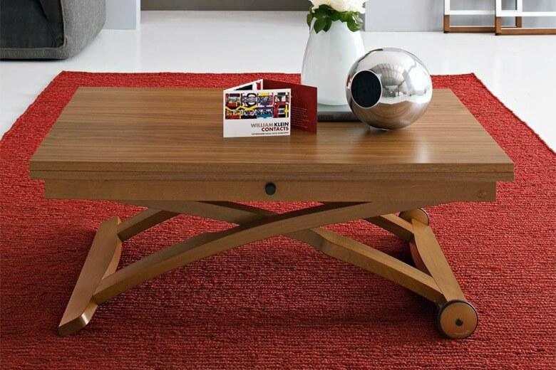Подъёмный журнальный стол в гостиной