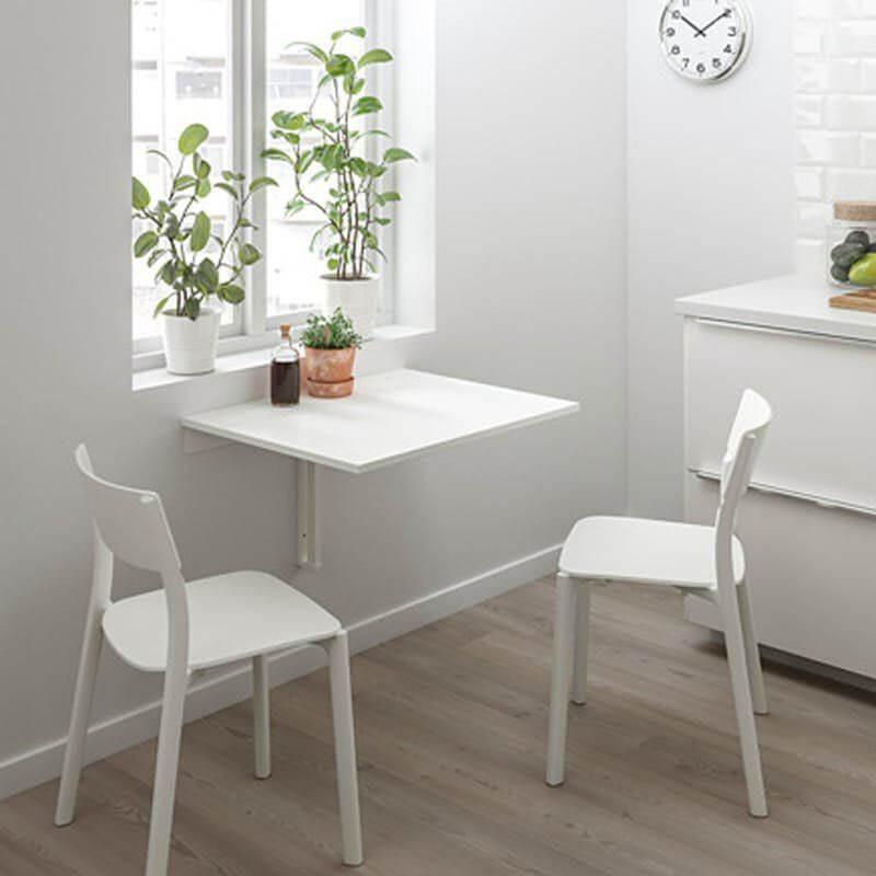 Пристенный кухонный стол у окна