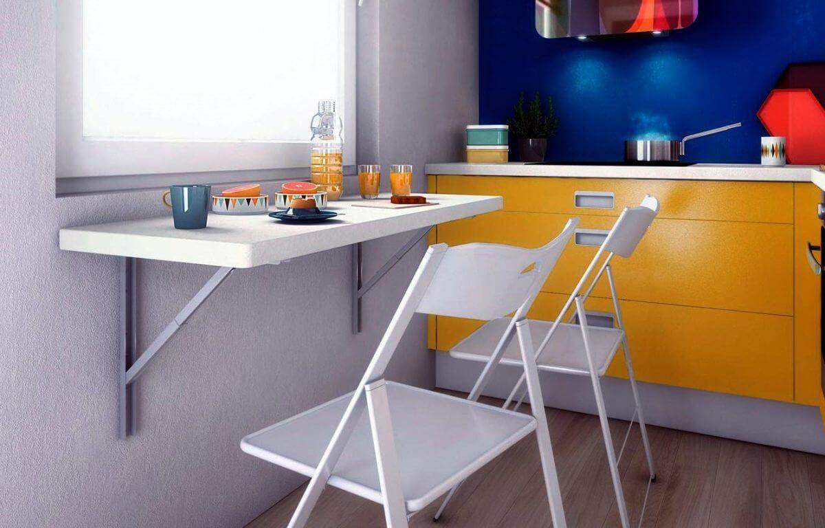 Пристенный кухонный стол белого цвета