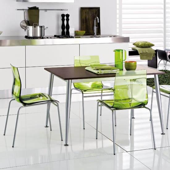 цветные прозрачные стулья для кухни