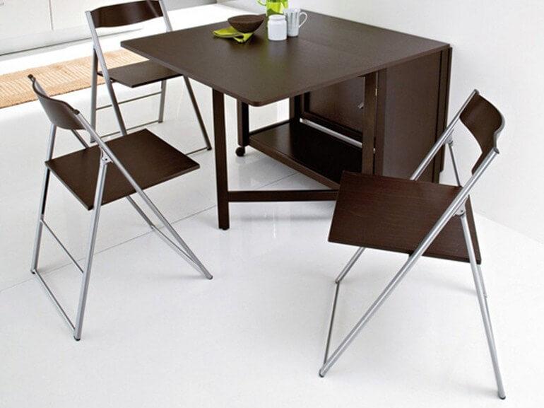 Раскладной кухонный стол коричневого цвета