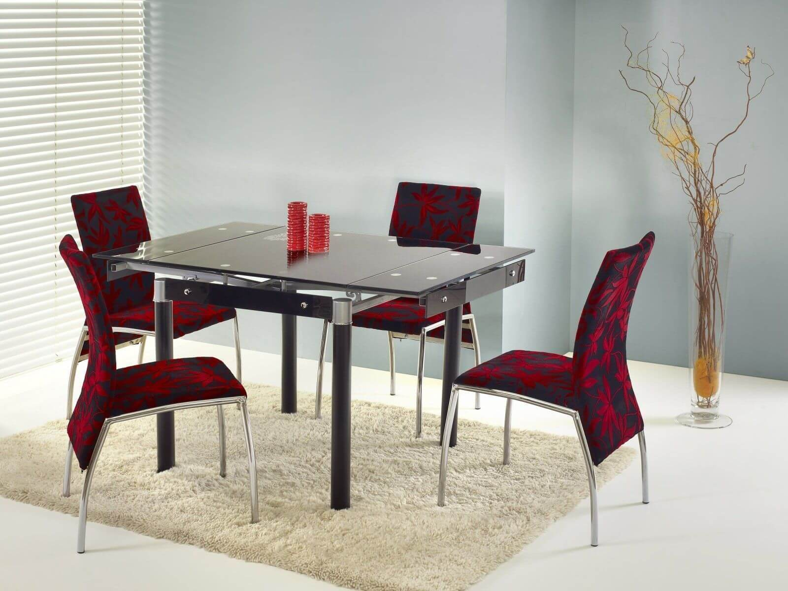 Раскладной стеклянный кухонный стол черного цвета