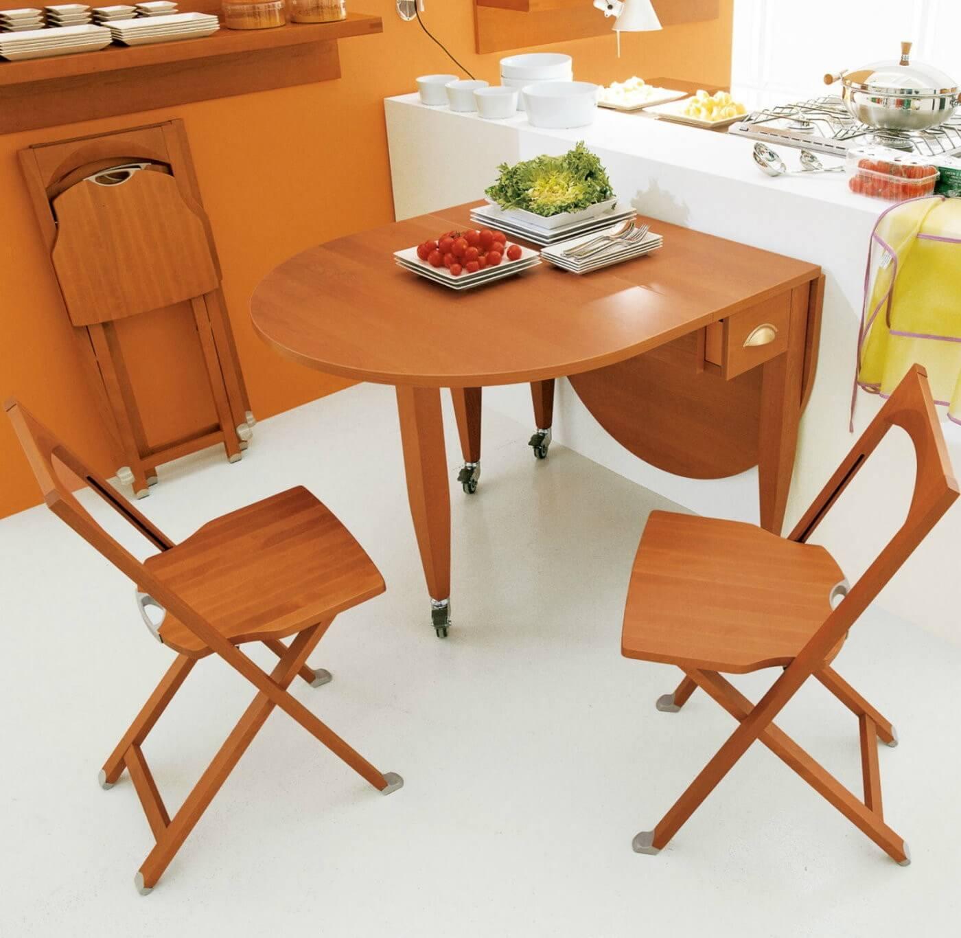 Раскладной стол для маленькой кухни на колесиках