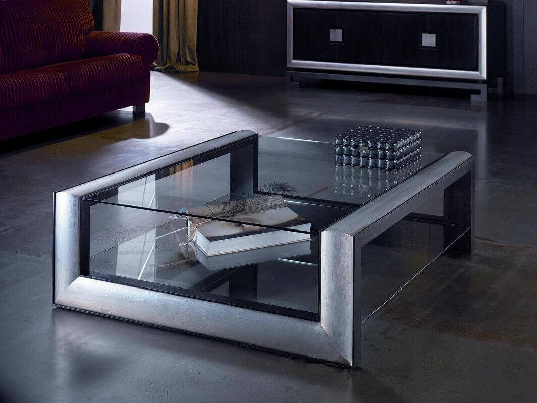 Стеклянный журнальный стол в современном стиле