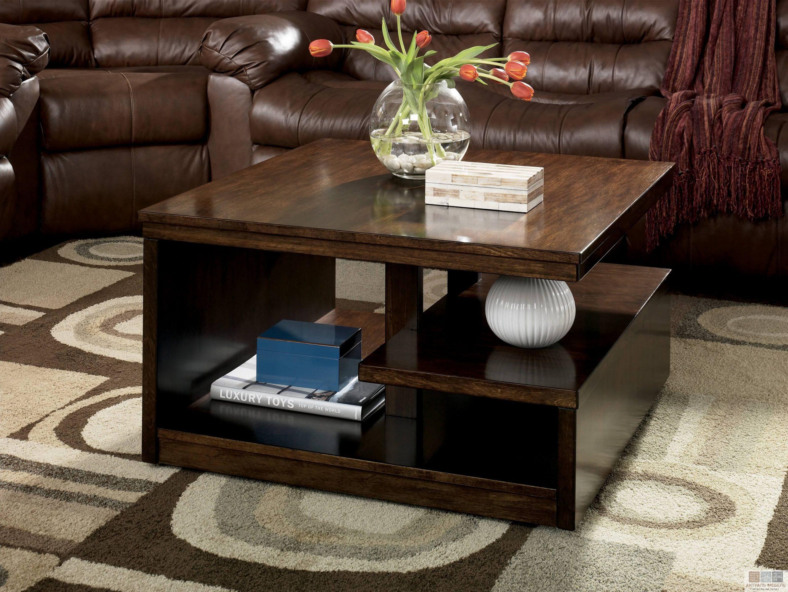 Деревянный журнальный стол в современном стиле
