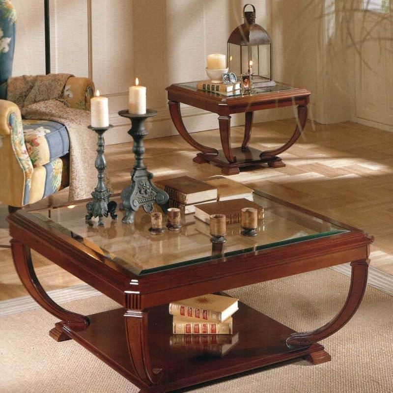 Стеклянный журнальный стол с деревянным основанием