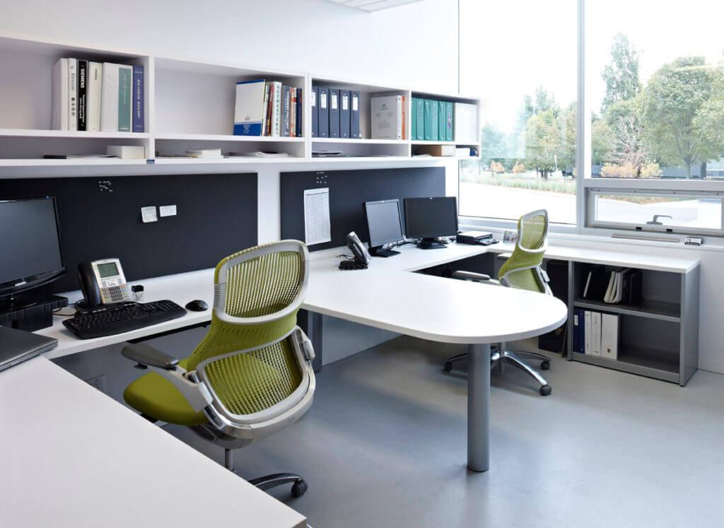 Угловой компьютерный стол для офиса