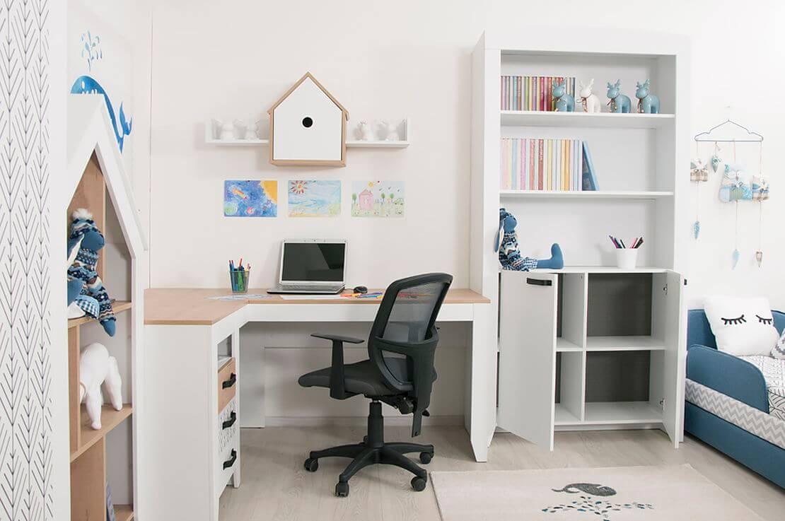Угловой письменный стол в детской